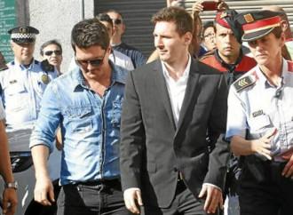 Hacienda pide 22 meses y medio de cárcel para Messi y su padre