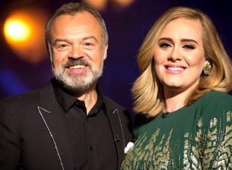 VÍDEO: Adele se imita y sorprende a las participantes de un programa musical
