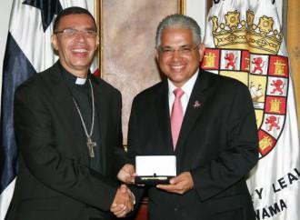 Obispo Cedeño Muñoz recibe la Llave de la Ciudad