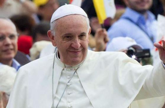 """Papa Francisco dice que las redes sociales son """"un don de Dios"""""""