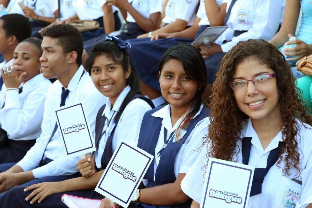 Mil profesores y maestros del programa panam biling e for Profesores exterior