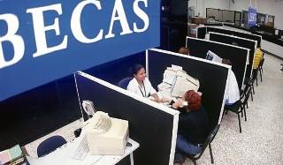 Gobierno realiza primer pago de Beca Universal beneficiando a más de 74 mil estudiantes