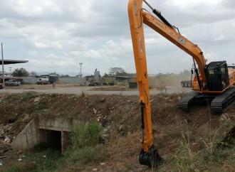 Realizan trabajos de limpieza y dragado para prevenir inundaciones en Juan Díaz