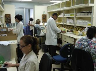 Caja del Seguro Social garantiza medicamentos con registro sanitario vigente