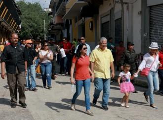 Peatones disfrutaron un domingo relajado en el Casco Antiguo