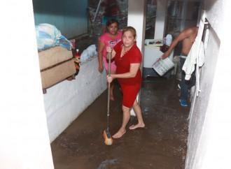 Familias afectadas por lluvias en Parque Lefevre y Río Abajo reciben apoyo de la Alcaldía de Panamá