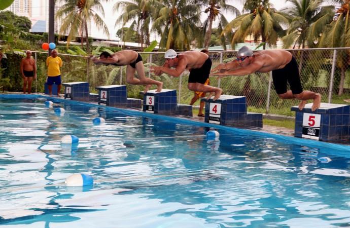 Competencias de la liga master municipal de nataci n en la for Piscina municipal caceres