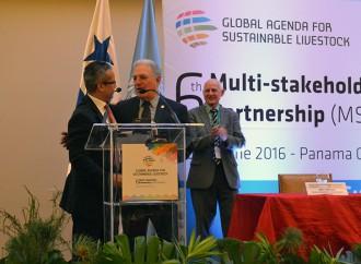 Estrella Azul entrega reconocimiento al Ministro Jorge Arango por su distinguida labor al sector Agropecuario Nacional