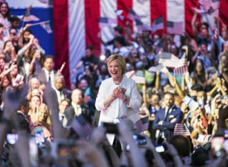 Hillary Clinton ofrece un «liderazgo firme» para enfrentar a su contraparte