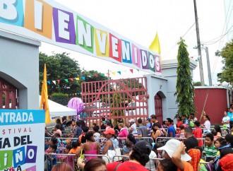 Todo un éxito celebración en el Parque Omar el Día del Niño y la Niña