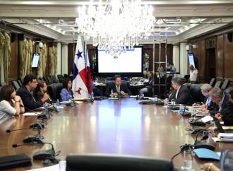Presidente Varela sanciona leyes que benefician la salud de la población