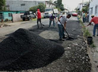 Trabajos de mantenimiento vial en Llano Bonito tienen un 50% de ejecución