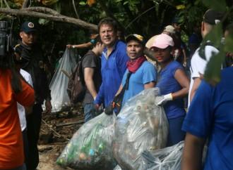 Presidente Varela acompaña a atletas de Olimpiadas Especiales y apoya limpieza de playas
