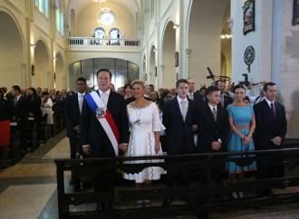 Presidente Varela y su equipo de Gobierno rinden honor a la Patria