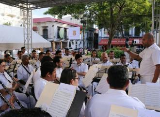 Banda República deleitó al público con suRetreta de Navidad y Año Nuevo en el Casco Antiguo