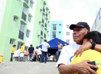 """Presidente Varela entrega proyecto habitacional """"Good Year"""" en Santa Ana"""