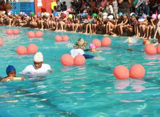 Niños, Jóvenes y Adultos participan en programas de natación este Verano 2017