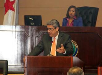 Ministro de Salud rinde cuentas ante la Asamblea Nacional sobre el abastecimiento de medicamentos