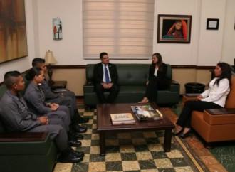 Custodios reciben beca para cursar estudios penitenciarios en Argentina