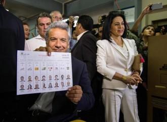 Oficialista Lenín Moreno lidera resultados en elecciones de Ecuador