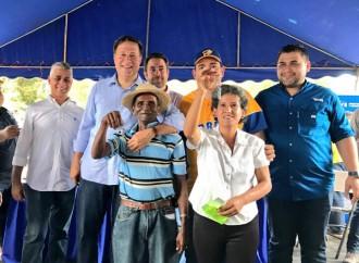 Presidente Varela entrega 404 casas e inicia la construcción de mil más en Herrera