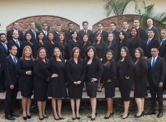 INCAE gradúa a 35 colaboradores del Ministerio de Economía y Finanzas de Panamá