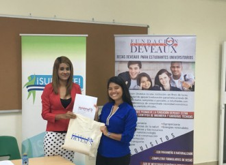 Fundación Deveaux entrega becas a egresados de Centros Supérate de Panamá