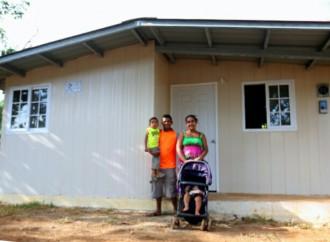 Presidente Varela entrega 500 viviendas a familias chiricanas y pone en marcha 1,500 más en la provincia