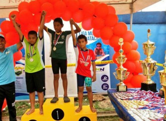 Más de 400 nadadores y nadadoras participaron en el primer Festival Municipal de Natación
