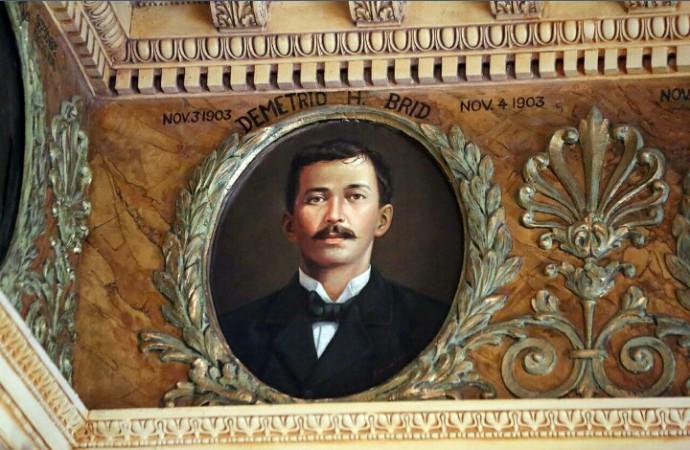 Gobierno devela medallón en honor a ex presidente Demetrio H. Brid