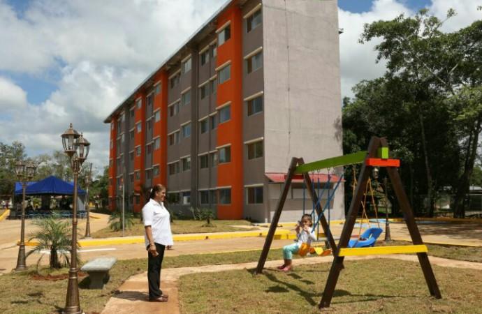 Presidente Varela entrega soluciones habitacionales para beneficio de 1,500 personas en Coclé