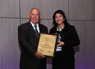 JóvenesUnidos por la Educación entregó reconocimiento al Ingeniero Alberto Vallarino