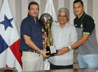 Los Campeones Albinegros reciben reconocimiento por su desempeño en el torneo Clausura de la LPF