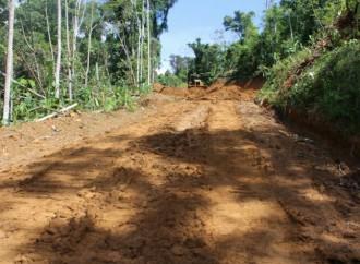 MOP inició trabajos para rehabilitacióndel camino Quebrada Canela en Bocas del Toro