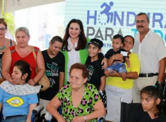 """Programa """"Honduras para Todos"""" en Islas de la Bahía beneficia a personas con discapacidad"""