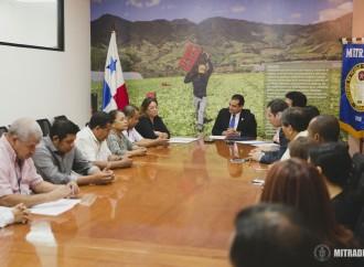 Trabajadores del Sector del Plástico logran beneficios tras firma de acuerdo colectivo
