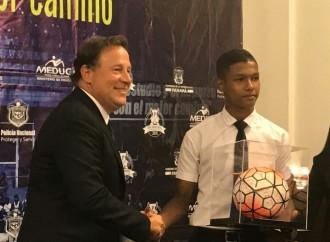 Presidente Varela insta a jugadores que disputarán Copa Disney a ser los líderes del futuro