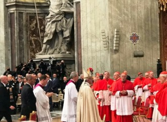 Papa Francisco impuso el birrete colorado a nuevos cardenales