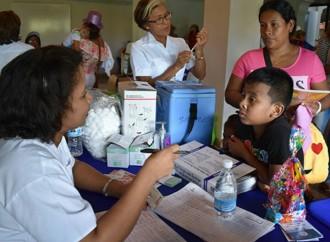 Niños, niñas y sus familiares se beneficiaron de atención de salud en el parque Omar