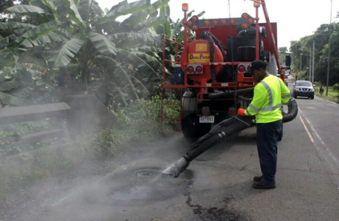MOP realizó trabajos de mantenimiento vial en la carretera Madden – Chilibre