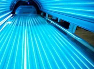 Dos inforgrafía (OMS) sobre los riesgosque entrañan para la salud el uso decamas solares