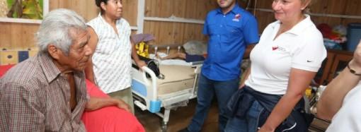 Primera Dama lleva ayuda social a familia en Las Cumbres y a Fundación Casa Hogar El Buen Samaritano