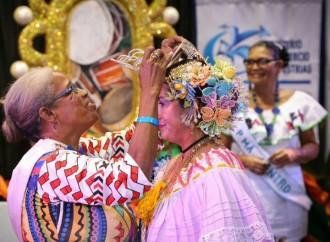 Coronan a Gloria Zuleika Gill de Veraguas como Reina Artesana 2017