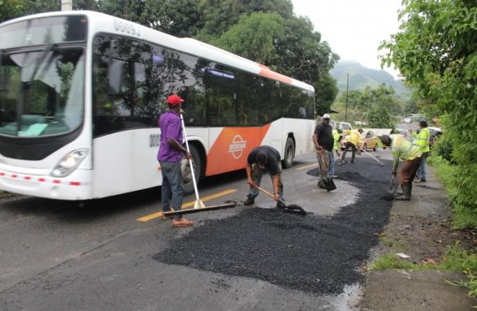 MOP colocó 200 toneladas de asfalto caliente en Panamá Norte