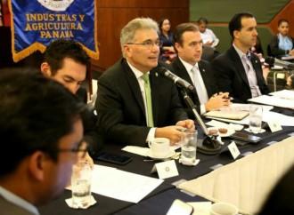 AIG expone logros y avances en gobierno digital a miembros de la CCIAP