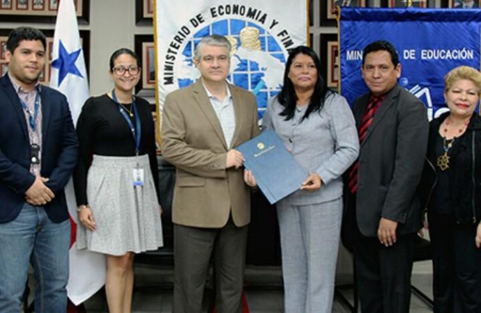 MEF y Meduca firman convenio para promover la educación financiera