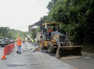 Trabajos de reposición de losas en carretera Centenario tardarán apróximadamente un año