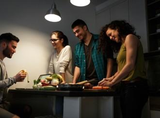 Tonalidad de la luz influye en decisiones a la hora de comer