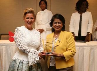 """Primera Dama de Panamá recibe el """"Premio de Liderazgo de Impacto Global"""" por sulucha contra el VIH/SIDA"""