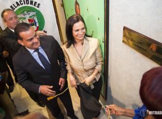 Ministro Carles inaugura en la Cancillería de la República Salón Marta Matamoros Figueroa